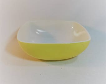 Vintage Pyrex Vibrant Yellow Square Bowl 2-1/2 Quart Rare