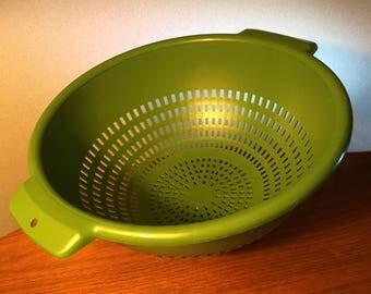 Vintage Villaware unbreakable green colander strainer by Federal Housewares