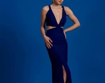 Hochgeschlitztes Kleid mit Ausschnitt / High Slit Maxidress with Cutouts /  - Maßanfertigung