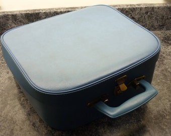Vintage Vanity case. Turquoise Travel bag. Overnight case.