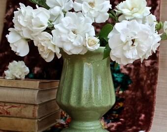 1940s Green Speckle Ceramic Pedestal Vase Retro Home Decor Cottage Chic Planter farmhouse California Pottery Mid Century green brown white