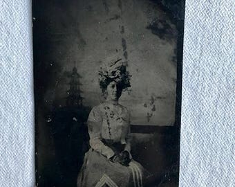 Beautiful antique tintype photograph of unknown woman (1890's-1910s) *Early 20th century fashion*