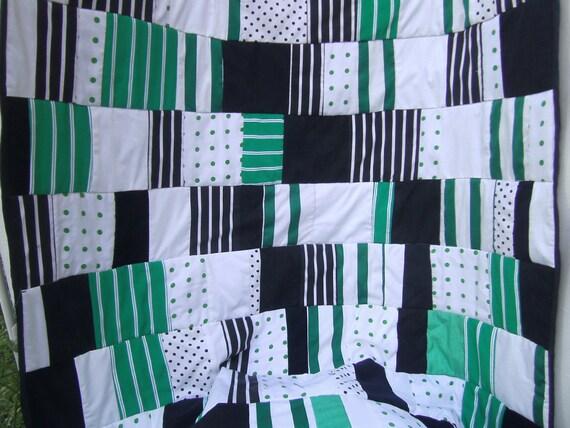 decke patchwork gr n schwarz wei steppdecke tagesdecke. Black Bedroom Furniture Sets. Home Design Ideas
