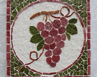 Mosaic coaster: bunch of red grapes in relief.