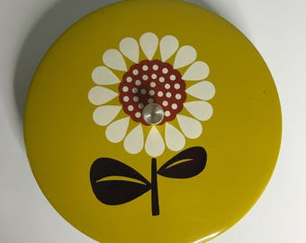 vintage mod daisy plastic divided covered container