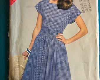 See & Sew 5283 - Easy to Sew Dress with Square Neck, Extended Shoulders, Back Sash, and Flared Skirt in Knee Length - Size 12 14 16