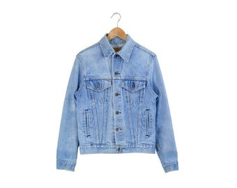 BLUE DENIM JACKET // plain pockets jean jacket / trucker jacket / grunge / jc penneys / light blue / 90s vintage / mens / small