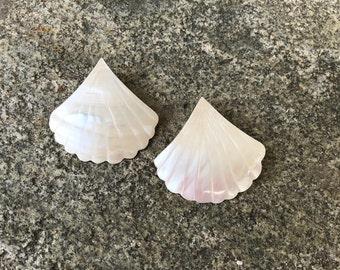 Vintage Geometric Earrings // Mother of Pearl Earrings // 80s Earrings // Fan Earrings // Shell Earrings // 80s Fan Shape Earrings