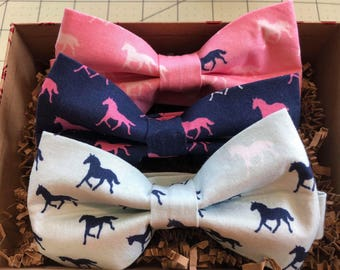 Horses Derby Bow Tie, Gift Box, Gift for Men, Father's Day, Navy Blue, Pre-tied Bow Tie, Derby Horses, Kentucky, Horse Racing, Pink Horses