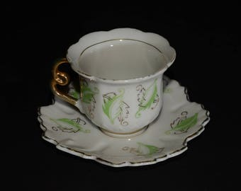 Made in Occupied Japan, footed, miniature, Demitasse Teacup, and saucer, Green and gold leaves pattern, leaf shaped, Gold Rimmed, 1940s