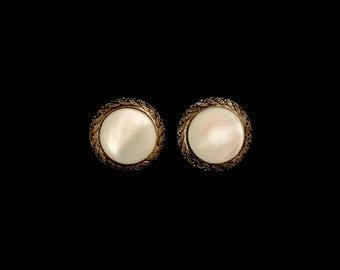 Vintage 50's Mother of Pearl Earrings    LV0005