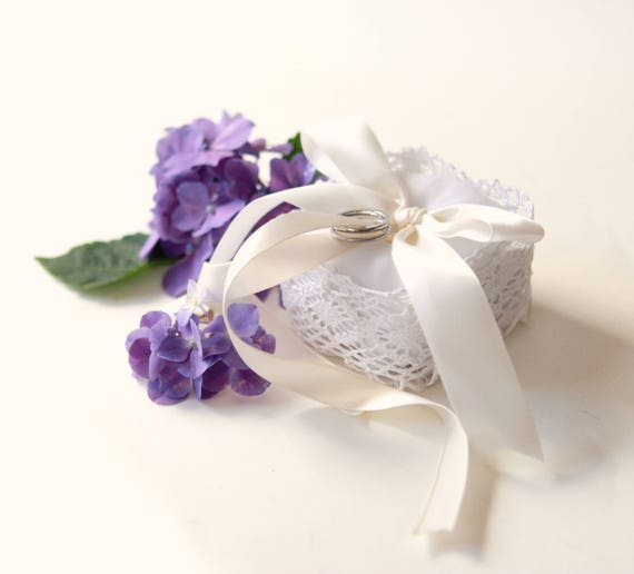 Lace ring bearer box, Simple wedding pillow, White ring lace box, pageboy wedding, ring pillow, Small ring bearer pillow, Stiffened lace box