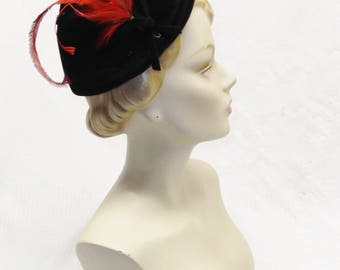 40s 50s Vintage Black Velour Cocktail Hat with Red Feathers and Black Beads Size 22