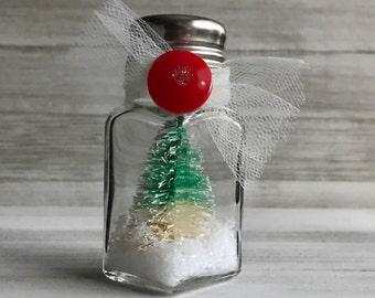 Salt Shaker Snow Globe - Green/White Tree Red Button