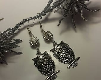 Earrings with owls and glitzender Harzperle