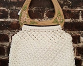 1970s White Crocheted Purse with Floral Handle. 70s Vintage Crochet Handbag with Faux Wooden Handles. Woven Summer Bag.