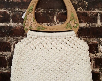 1970s White Crocheted Purse with Floral Handle. 70s Vintage Crochet Handbag with Faux Wooden Handles.