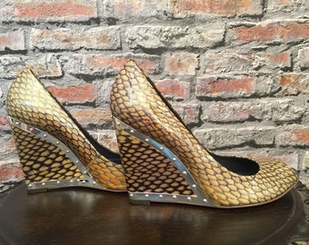 Vintage BCBG Max Azria Snakeprint Leather Peeptoe Wedges Silver Studed Accents    Size 6B