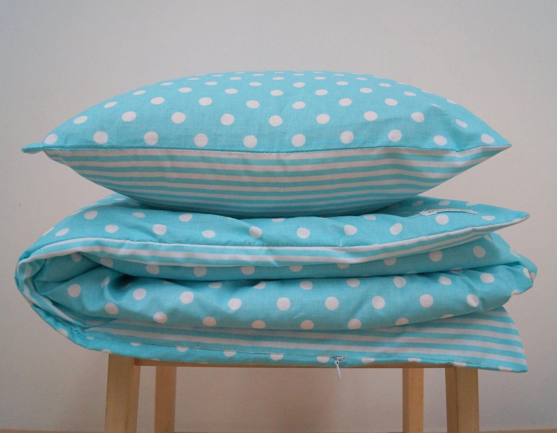 linge de lit de la collection la turquoise en argent. Black Bedroom Furniture Sets. Home Design Ideas