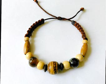 Beautiful Bracelet made with Coconut, Wood and Gemstones