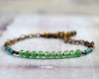 Emerald green agate bracelet with chain, Dainty gemstone jewelry, Bridesmaid gift ideas for green wedding, Sister birthday present