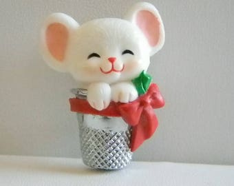1983 Hallmark Holiday Christmas Mouse In Thimble Pin Brooch