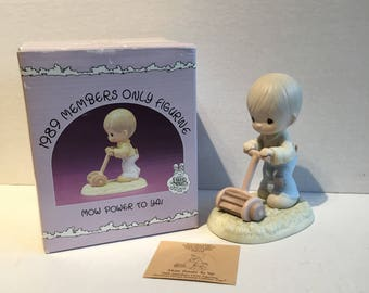 Vintage Precious Moments - Mow Power to Ya - 1989 Members Only Figurine
