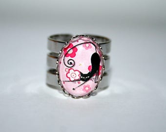 Ring Collection black cat on a pink floral background