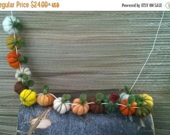 Felt pumpkins Thanksgiving garland, felt ball garland, holiday garland, holiday home decor, Spring colors, Spring garland, Spring decor
