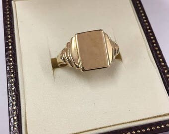 Gents 9ct Yellow Gold Signet Ring Size S
