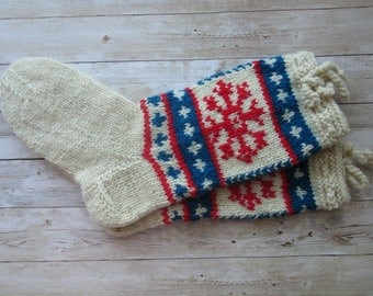Wool Socks with snowflakes, Ecru red blue knit socks, Socks Size 40 US8/9 , Ski Wool Socks, Knitted Wool Stockings, Christmas Gift