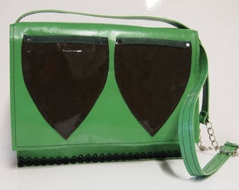 Shoulder bags leather and very dark green.
