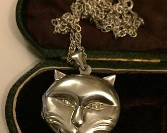 Summer sale Vintage Silver Cat Locket, fantastic item