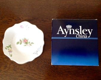 Aynsley Fine Bone China boxed Sweet Dish in the renowned Wild Tudor Design