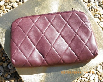 Kit of 27 cm x 16 cm Burgundy quilted faux leather material