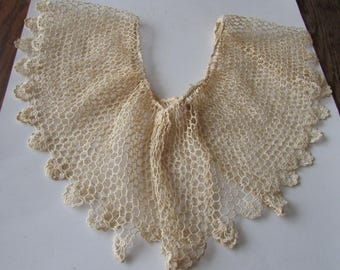 Vintage Lace Collar with Snap Closure