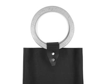 Original minimalist bag without lining, black leather with wooden handles, made by craftsman in Barcelona