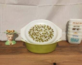 Pyrex Verde 043 Casserole Dish with Olive Print Lid - 1.5 Quart - Avacado Green