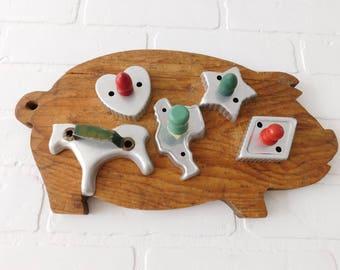 Vintage Set of 5 Cookie Cutters, Wood Handle Cookie Cutters, Farmhouse Kitchen, Green Handle Cookie Cutters, Red Handle Cookie Cutters