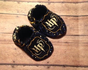 Harry Potter Baby, Baby shoes, crib shoes, baby moccs, soft baby shoes, soft sole baby shoes, Harry Potter, fabric baby shoes, Baby booties