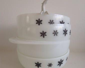 Set of four vintage pyrex snowflake bowls