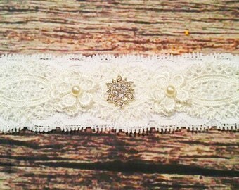 Classic Vintage White Lace and Pearl Flowers Headband or Garter - Wedding Garter - Baby Girl Headbands - Beautiful / Baby / Headbands / Lace