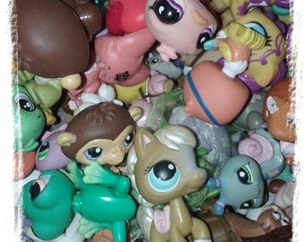 Littlest Pet Shop LPS ~Grab a Bag~ Lot of 2 Pets and 6 Accessories 100% Authentic