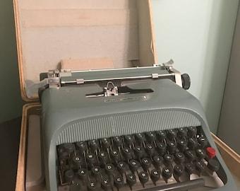 Vintage Olivetti Underwood Studio 44 Typewriter with Original Case