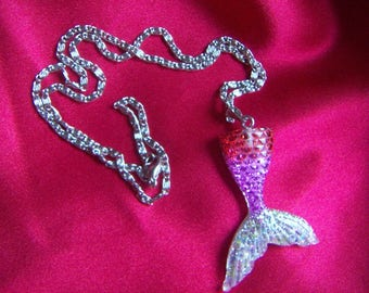 """NEW NEW Lovely Mermaid Tail Pendant Necklace Resin /Acrylic 18"""" Valentine Gift"""