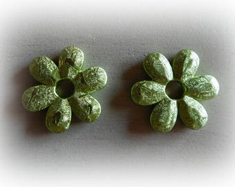 2 large lime green metallic effect 45 mm acrylic flower beads