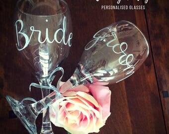 Mr and Mrs wine glasses, bride and groom gift, wedding gift, wedding day toast glass, custom wine glasses, wine glass set, personalised gift