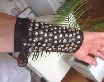 Leather arm bracer