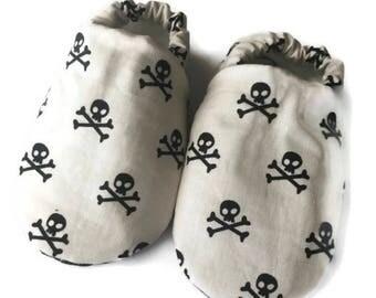 Skull baby shoes, skull baby booties, black skull baby shoes, skull moccasins, baby shower gift