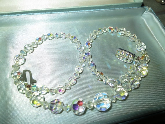 Lovely vintage Deco faceted sparkly aurora borealis glass necklace snd Exquisite